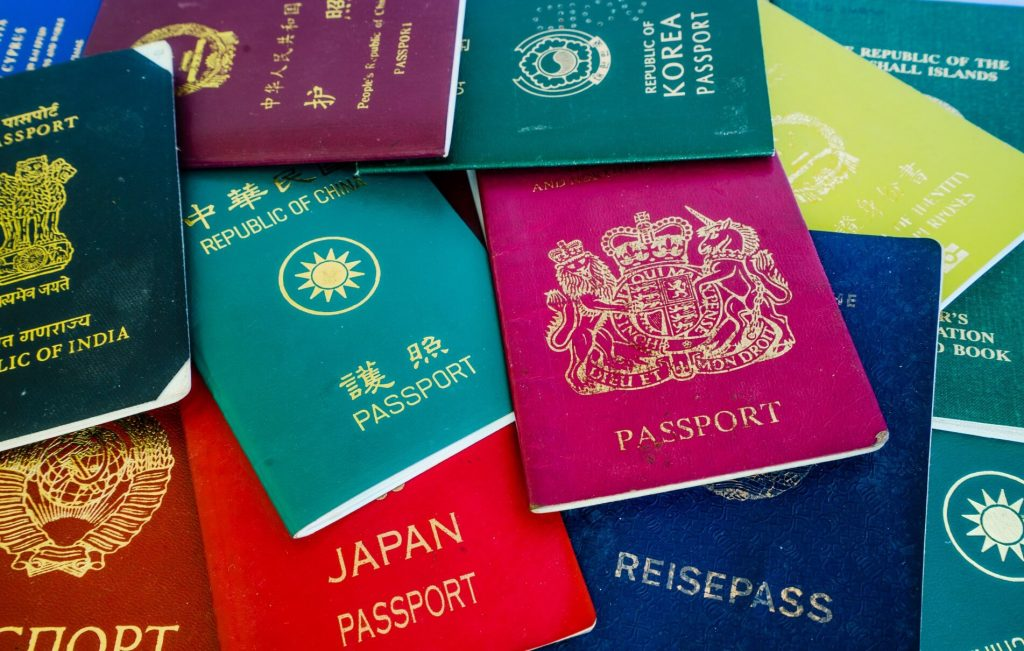 לכמה ישראלים יש דרכון זר?